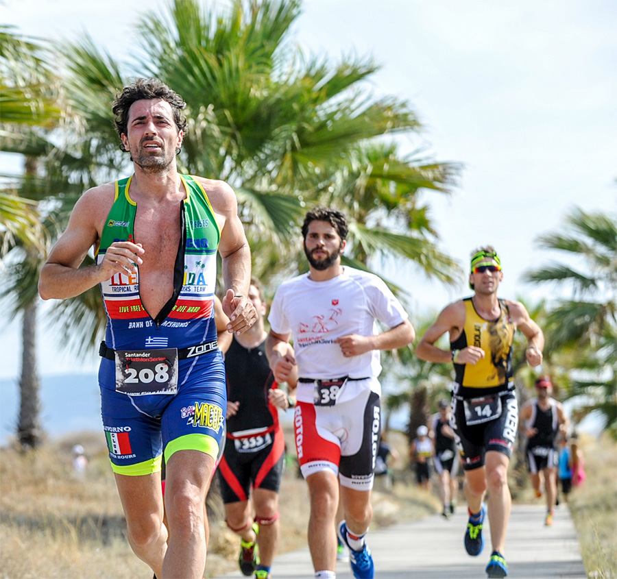 Foto de Ricardo Sancho corriendo triathlon Castellon 2016